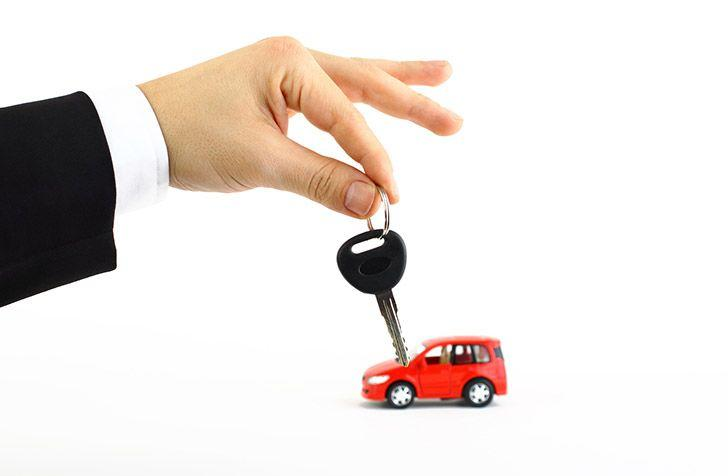 Man holding a car key